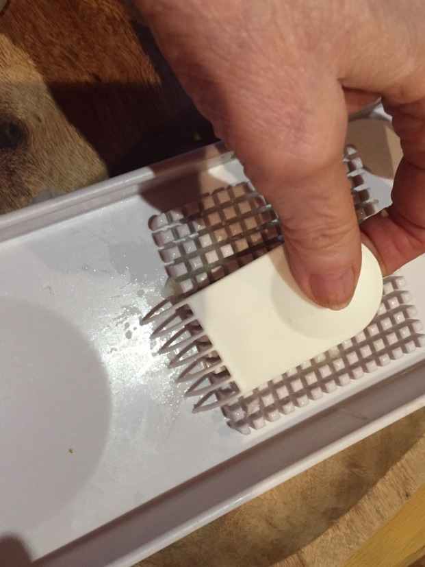 Drag this little tool through the depressions on the lid to easily remove any food residue