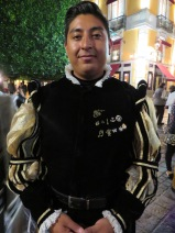 These Elizabethan-garbed performers roamed the street all day and night, collecting crowds to come see their performances, the first part of which was conducted in the street. Then people formed a chain behind them to follow them into the Juarez Theater.