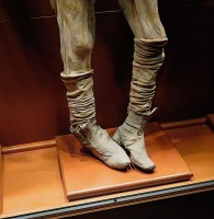 When they removed bodies from the graveyard because there were no relatives left to pay the fees, they found the bodies were mummified by minerals and conditions in the soil. Enterprising to the end, they put them on display in El Museo de las Momias. I decided to concentrate on hands an dfeet.